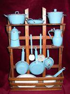 Enameled toy utensils , at the Museum of Paris. (Le Musée de la Poupée Paris - arts ménagers, poupées anciennes, poupées de collection)