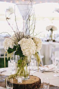 Cuando planificamos la decoración de nuestra boda, es normal que cuidemos cada uno de los detalles, desde las guirnaldas hasta los centros de mesa y los arreglos florales para boda. En este artículo nos centraremos en fotografías seleccionadas de Pinterest con un montón de arreglos florales que te ayudarán a conseguir la inspiración ideal para conseguir …