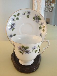 Vintage Queen Anne tea cup and saucer set by VintageSowles on Etsy