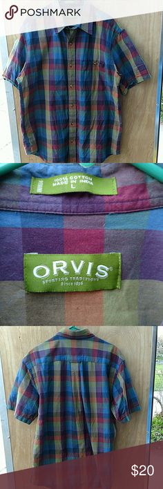 """ORVIS MEN'S SHORT SLEEVE BUTTON UP PLAID SHIRT ORVIS MEN'S SHORT SLEEVE BUTTON UP PLAID SHIRT. HAS ONE POCKET ON THE CHEST. MADE FROM 100% COTTON  SIZE LARGE ARMPIT TO ARMPIT: 25"""" BASE OF COLLAR TO HEM: 32.5""""  VERY GOOD CONDITION WITH NO RIPS TEARS OR STAINS  #688 Orvis Shirts Casual Button Down Shirts"""