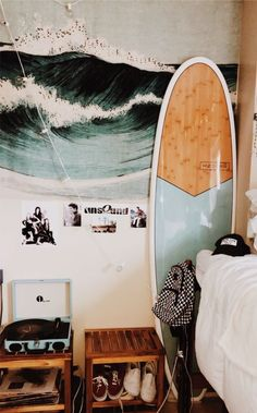 Amazing and Cute Aesthetic Bedroom Design Ideas - Room Dynamic My New Room, My Room, Dorm Room, Surfer Room, Surfer Decor, Cute Room Ideas, Decoration Bedroom, Aesthetic Room Decor, Beach Aesthetic