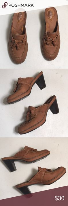 """Clarks Artisan Tan Mules Tassel Round Toe Heels 5M Clarks Artisan Tan Mules Tassels Round Toe Decorative Stitching throughout Size 5M with an Approximate 2.5"""" Heel; Pre-Owned with a few signs of wear on the heel  No Rips No Stains Clarks Shoes Mules & Clogs"""