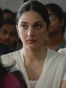 Kiara Advani Beautiful Girl Indian, Beautiful Indian Actress, Beautiful Actresses, Indian Actress Images, Indian Girls Images, Bollywood Girls, Bollywood Fashion, Kaira Advani, Kiara Advani Hot