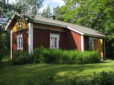 Vuonna 1883 rakennettu torppa Punkalaitumella, Finland Swedish Cottage, Red Cottage, Scandinavian Countries, Scandinavian Home, Red Houses, Tiny Houses, House Fan, Swedish Style, House Landscape