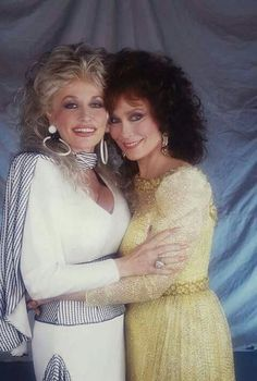 Country Female Singers, Country Western Singers, Country Girls, Country Women, Country Music Stars, Country Music Artists, Loretta Lynn, Loretta Young, Dolly Parton