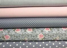 Stoffpaket Vichy & Rosen 5 x 0,5 m grau-weiß-rosa Fabric Yarn, Fabric Ribbon, Fabric Material, Linen Fabric, Linen Bedding, Bed Linens, Fabric Origami, Textiles, Fabulous Fabrics