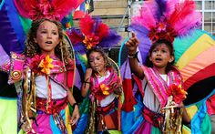 Revellers at Europe's largest street festival enjoyed sunshine, booming sound systems and a peaceful finale to Notting Hill Carnival. Rio Carnival Costumes, Rainbow Costumes, Diy Carnival, Brazil Carnival, Trinidad Carnival, Caribbean Carnival, Diy Halloween Costumes For Kids, Carnival Masks, Caribbean Food