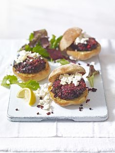 and lentil burgers These vegetarian burger recipe is made with raw beetroot, puy lentils, chilli, garlic and ginger. It's ready in just 30 minutes. Beetroot Recipes, Lentil Recipes, Vegetarian Recipes, Cooking Recipes, Vegetarian Burgers, Beetroot Burgers, Lentil Burgers, Feta Burger Recipe, Burger Recipes