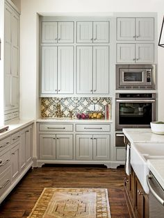 12 Gorgeous and Bright Light Gray Kitchens - A roundup of beautiful light gray kitchen cabinets to inspire your kitchen renovation! www.tableandhearth.com