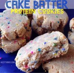 If you don't love cake, you crazy! Who wouldn't want cake batter in a super-duper-soft cookie form? Cake Batter Protein, Protein Cookie Recipe, Cake Batter Cookies, Protein Cake, Cookie Recipes, Protein Muffins, Protein Brownies, Dessert Recipes, Protein Powder Cookies