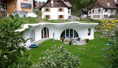 Über 90 Erdhäuser wurden bereits realisiert, in der Schweiz und im Ausland. Over 90 earth houses have been built in Switzerland andabroad.