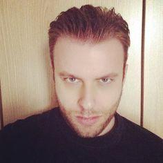 #ImmanuelCasto Immanuel Casto: Per il debutto di stasera mi tengo la barba. Che emozione!