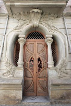 ♅ Detailed Doors to Drool Over ♅ art photographs of door knockers, hardware & portals - art nouveau Grand Entrance, Entrance Doors, Doorway, House Entrance, Front Doors, Cool Doors, Unique Doors, Gates, Art Nouveau Arquitectura