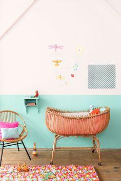 Un coin bébé plein de couleur ! Très dans l'esprit de mes propres créations - j'adore !