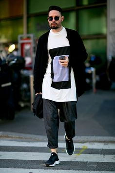 See all the best street style looks from outside Milan Men's Fashion Week Spring Milan Men's Fashion Week, Mens Fashion Week, Cool Street Fashion, Fashion Trends, Guy Fashion, Work Fashion, Fashion Photo, Winter Fashion, Fashion Tips