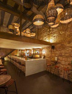 Fotos de la espectacular interiorismo en la reforma del bar Caporal.