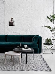 Dark Green Sofa That – Home Interior Design Ideas Living Room Furniture, Home Furniture, Living Room Decor, Living Spaces, Furniture Design, Living Rooms, Furniture Ideas, Velvet Furniture, Furniture Companies