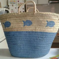 Cool bag for running around in the summertime! Beach Basket, Painted Baskets, Diy Tote Bag, Ibiza Fashion, Straw Tote, Basket Bag, Summer Bags, Bag Making, Purses