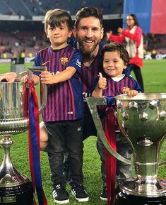 14 Pictures That Prove Thiago And Lionel Messi Make The Cutest Pair Ever Lional Messi, Messi Fans, Messi Soccer, Soccer Sports, Soccer Tips, Nike Soccer, Soccer Cleats, Lionel Messi Family, Cristiano Ronaldo Lionel Messi