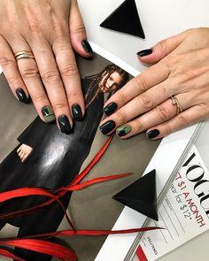 343 отметок «Нравится», 1 комментариев — Irina Rain (@irina_rain) в Instagram: «Мечты — невесомые облака, летят по ночному небу космоса над низкими огнями города. Каждый зажжённый…» Hot Nails, Hair And Nails, Fancy Nails, Pretty Nails, Manicure 2017, Finger, Short Nails Art, Hand Jewelry, Nail Decorations