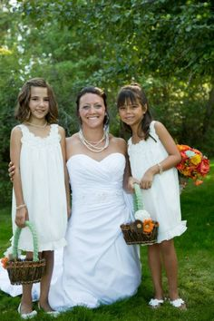 Shanna and her flower girls wearing jewelry I made for them... Courtesy of Treehouse Photography.