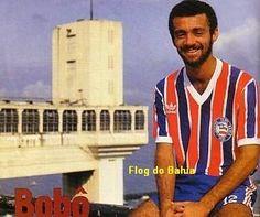 Bobô  Dois monumentos baianos, o Elevador Lacerda e a camisa do Bahia, vestida por Bobô.