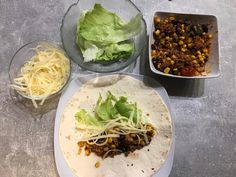 Chili Wrap  #waskochen #deftiges Spicy Stew, Hottest Chili Pepper, Wrap, Chili Recipes, Beans, Ethnic Recipes, Food, Chili Con Carne, Microwave