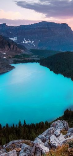 Hike to some of the most incredible turquoise lakes in the world in Canada! 10 Amazing Things To See And Do In Alberta, Canada! Visit the incredible Jasper National Park   Columbia Icefields   Banff National Park   Lake Abraham   Lake Louise   Peyto Lake and so much more!