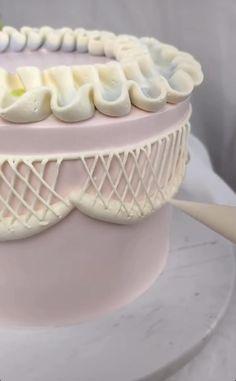Cake Decorating Frosting, Cake Decorating Designs, Cake Decorating Techniques, Cake Decorating Tutorials, Cookie Decorating, Beautiful Cake Designs, Cool Cake Designs, Beautiful Cakes, Amazing Cakes