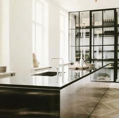 Kitchen crush #boffi #interiordesign #loveatfirstsight 💙🍾