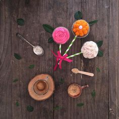 Flores (cupcakes) para mamá. Un poco más de la hermosa producción de @dolores_royalparties para este día de la madre. Promos, info y precios link en el perfil Consultas y reservas needcupcakes@gmail.com #diadelamadre2015 #diadelamadre #mama #cupcakes #flo | por All you need is Cupcakes!
