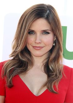 Sophia Bush's Smoldering Eye Drama: Get The Look Beautiful Celebrities, Beautiful Actresses, Make Up Designs, Belleza Natural, Hair Dos, Cut And Color, Get The Look, New Hair, Hair Inspiration