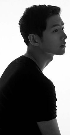 Song Joong-ki in ⚫️⚪️⚫️⚪️