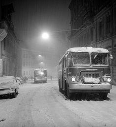 Old Photos, Vintage Photos, Back In Time, Historical Pictures, Buses, Budapest, Travel Style, Travelling, Arch