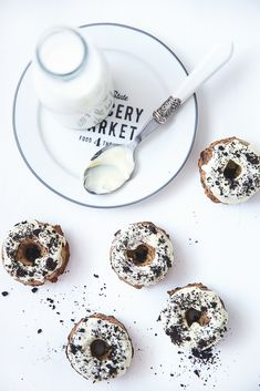 donut cakes with white chocOlate and oreos