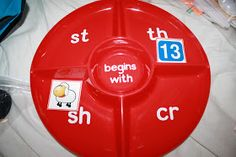 Beginning blend and digraph sort on a sectioned plate. Great idea!  There are 18 literacy centers on this post!!! #phonics