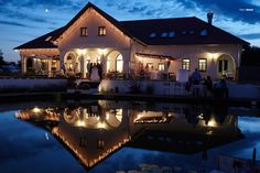 Deák Udvarház esküvő - Lilly is Love Budapest, Wedding Locations, Holiday Travel, Big Day, The Good Place, Exterior, Mansions, House Styles, Building