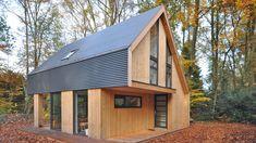 Recreatiewoning Eefde | BONGERS architecten bna Modern Wooden House, Small Wooden House, Modern Barn House, Wood House Design, Barn House Kits, A Frame House Plans, Property Design, Minimalist House Design, Shed Homes