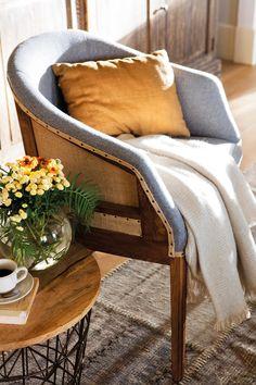 00438071. Detalle de butaca vintage de madera, arpillera y remaches_438071
