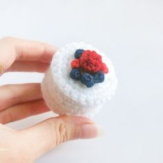 Cute mellow berry cheesecake. Pattern in pictures available!