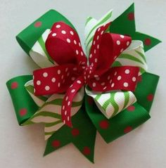 Really cute Christmas hair bow made from grosgrain ribbon inch and inch wide) and attached to a covered alligator clip. 4 inches across. Ribbon ends have been heat sealed to prevent fraying. This listing is for hair bow only. Ribbon Hair Bows, Diy Hair Bows, Diy Bow, Ribbon Art, Ribbon Crafts, Bow Hair Clips, Christmas Hair Bows, Christmas Crafts, Boutique Hair Bows