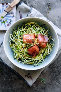 Squashspaghetti med citron, parmaskinke og gedeost | JulieKarla