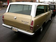 OLD PARKED CARS.: 1972 International Harvester Travelall 1100.