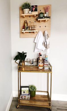 Fabulous Tips: Shelf Organization Bedroom square shelf elves.Window Shelf Cushions how to install shelf brackets. Drawer Shelves, Glass Shelves, Small Living Rooms, Living Spaces, Wooden Pegboard, Mini Bar, Bar Cart Decor, Uni Room, Makeover Before And After