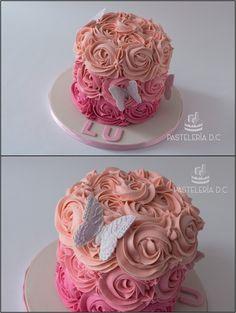 Smash cake con rosettes de buttercream y mariposas de fondant / Smash cake for a girl with buttercream rosettes and fondant butterflies.