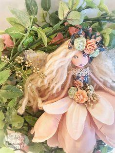 A beautiful fairy handmade by Lula Tuesdays Christmas Craft Fair, Christmas Angels, Felt Fairy, Clothespin Dolls, Beautiful Fairies, Tiny Dolls, Flower Fairies, Doll Crafts, Antique Dolls