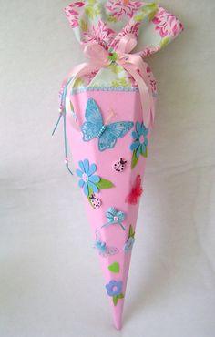 Schultüten - Schultüte*SCHMETTERLINGE*Zuckertüte*Schulanfang - ein Designerstück von Leas-Kinderwelt bei DaWanda