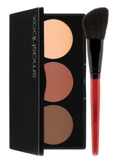 Create depth and dimension in just a few simple steps with this handy Smashbox contouring kit.