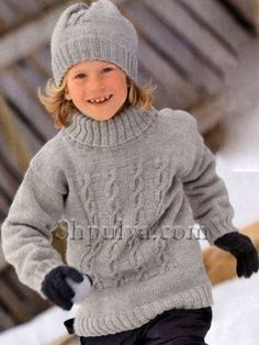 Серый свитер с косичками и шапочка, вязаные спицами