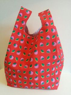 We don't have to tell you this, but the type of handbag you carry says a lot about your sense of sty Sewing Crafts, Sewing Projects, Types Of Handbags, Diy Cushion, Quilted Bag, Burberry Handbags, Textiles, Fabric Scraps, Knit Crochet